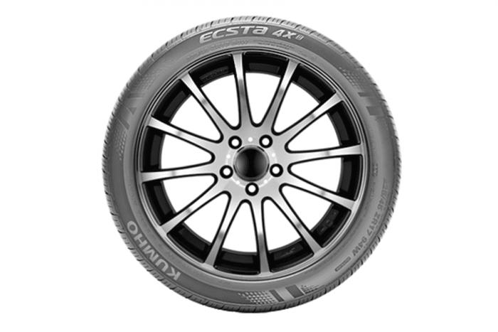 Kumho Ecsta 4X KU22 Tire 2